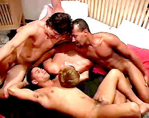 4 soldats et des sodomies trash !